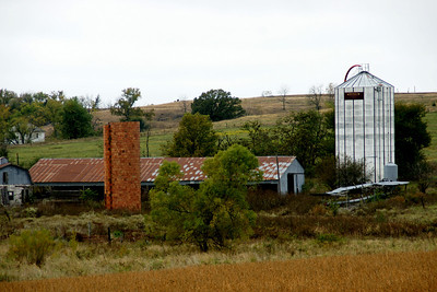 Farm buildings on side of Half Mound - northwest Jefferson County
