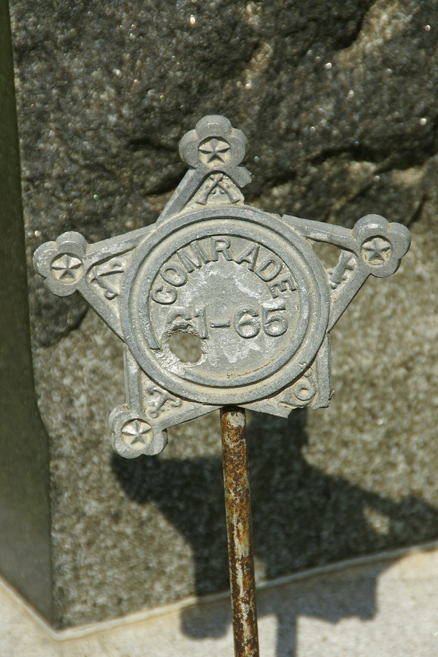 Civil War emblem on grave at Barrett Cemetery
