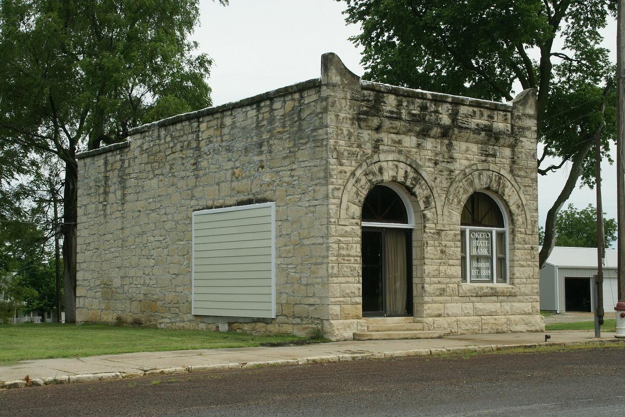 Limestone bank building in Oketo