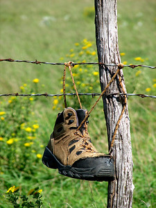 Boot on fence east of Skiddy