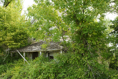 Abandoned home southwest of Westmoreland