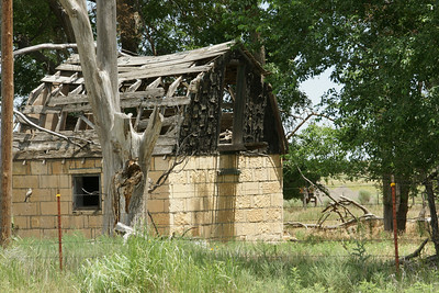 Abandoned stone building in Elkader near Smoky Hill River