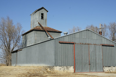 Abandoned grain elevator in Densmore