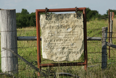 Monument about homesteaders near Stockton