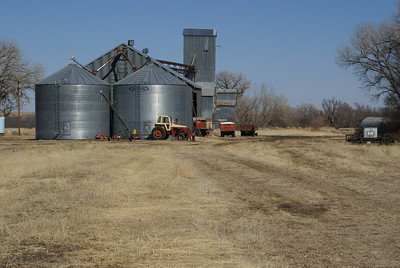 Grain bins and elevator at Tasco