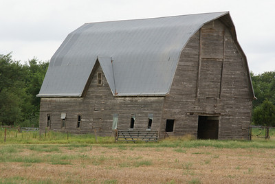 Large wood barn - eastern Barber County