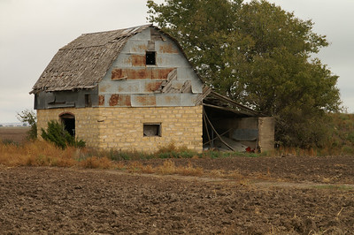 Stone base barn - northern Barton County