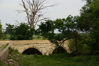 Neer stone arch bridge north of Cambridge