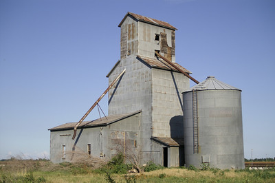 Abandoned grain elevator at Crystal Springs