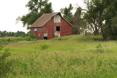 Red Barn near Bluff City - southern Harper County