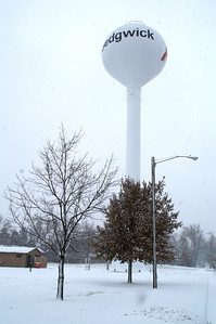 Water tower in Sedgwick - Harvey / Sedgwick county line