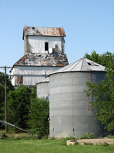 Old elevator in Antelope - Marion County