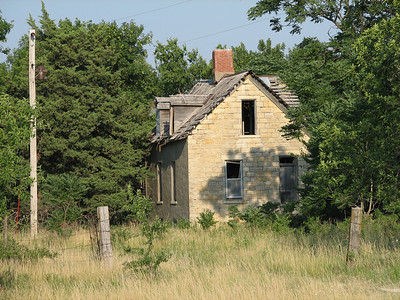Abandoned stone house along Yarrow Rd north of Florence - Marion County