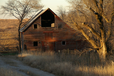 Abandoned barn along Pueblo Rd in western McPherson County