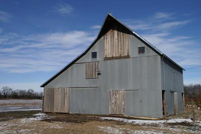 Barn along Arapaho Rd