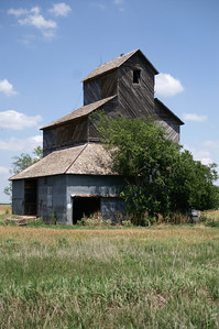 Abandoned wood elevator near Coats - Pratt County