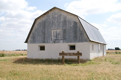 Thornton Adobe barn - Southeast Pratt County