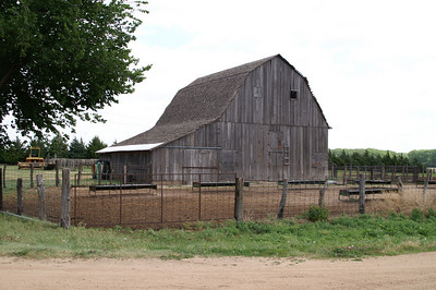 Wood barn - southeast Pratt County
