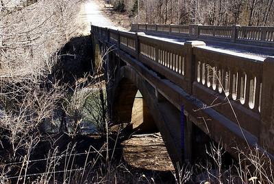 Concrete arch bridge over Cedar Creek near Mont Ida