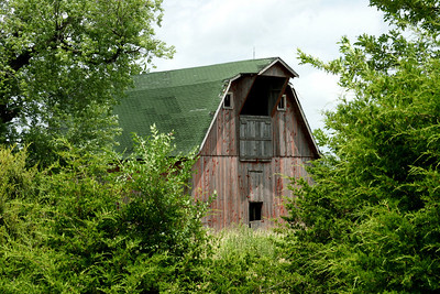 Large old barn near Girard