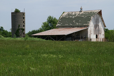 Large barn just north of Howard