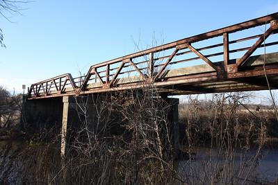 Pony truss bridge over Pumpkin Creek near Angola