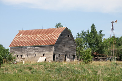 Barn north of Americus