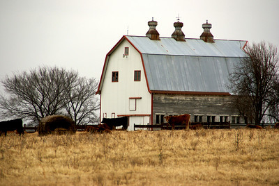 Large barn northeast of Coffeyville