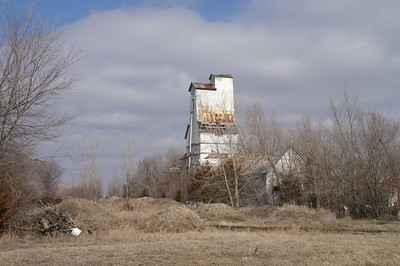 Abandoned grain elevator in South Mound - southern Neosho County