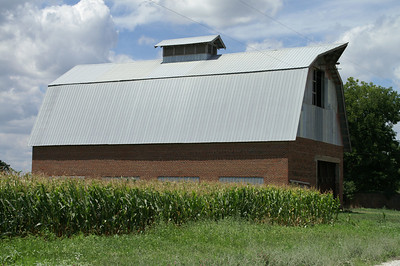 Large barn between New Albany and Fredonia