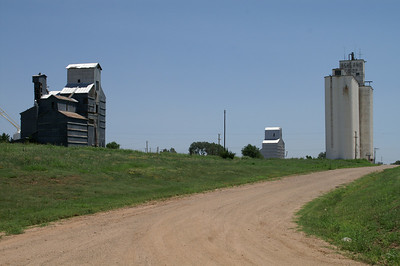 Grain elevators at south end of Ashland