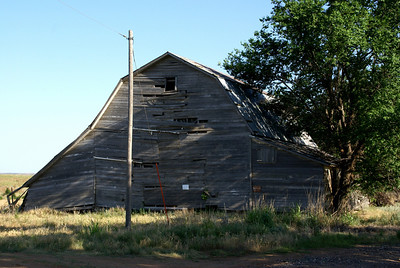 Abandoned wood barn - eastern Comanche County