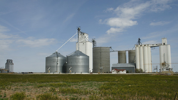 Grain elevators at Sullivan - western Grant County
