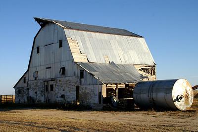 Old barn along Arkansas River drive