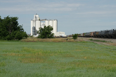Grain elevator and railroad cars at Satanta