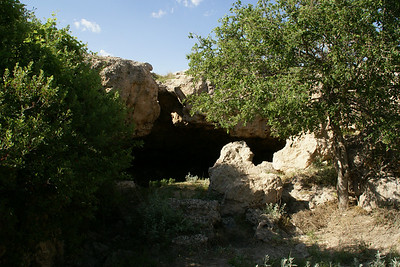 Squaw's den cave near Lake Scott