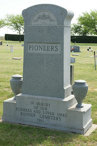 Pioneer settlers monument in Banner Cemetery - northern Seward County