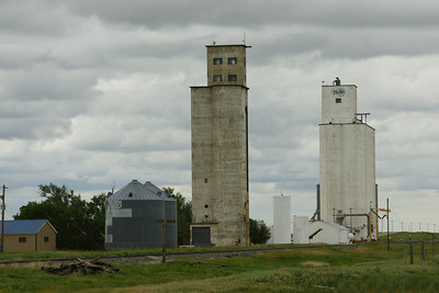 Grain elevators at Saunders along US-160 near KS / CO state line.