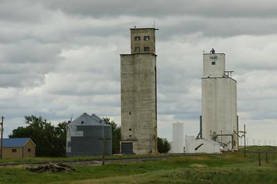 Grain elevators at Saunders along US-160 near KS / CO state line.
