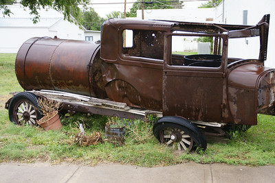 Rusty vehicle in Johnson City