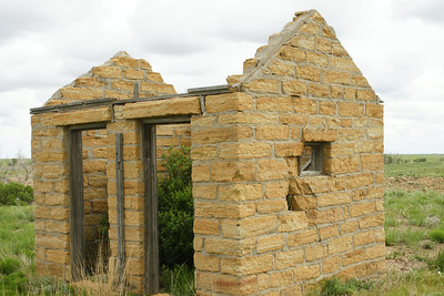 Abandoned limestone building near Manter Dam