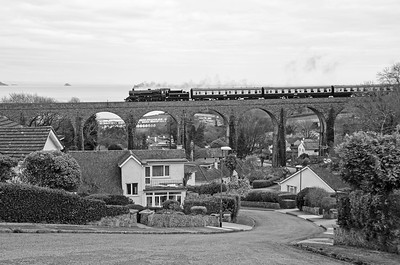 75014 crossing Hookhills Viaduct
