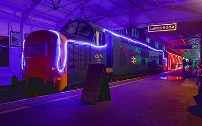 D6975 Kingswear Train of Lights