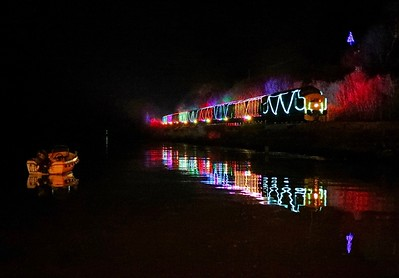 D6975 Train of Lights Britannia Crossing