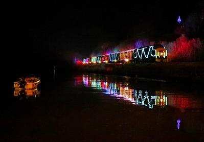 D6975 Train of Lights Britannia Crossing