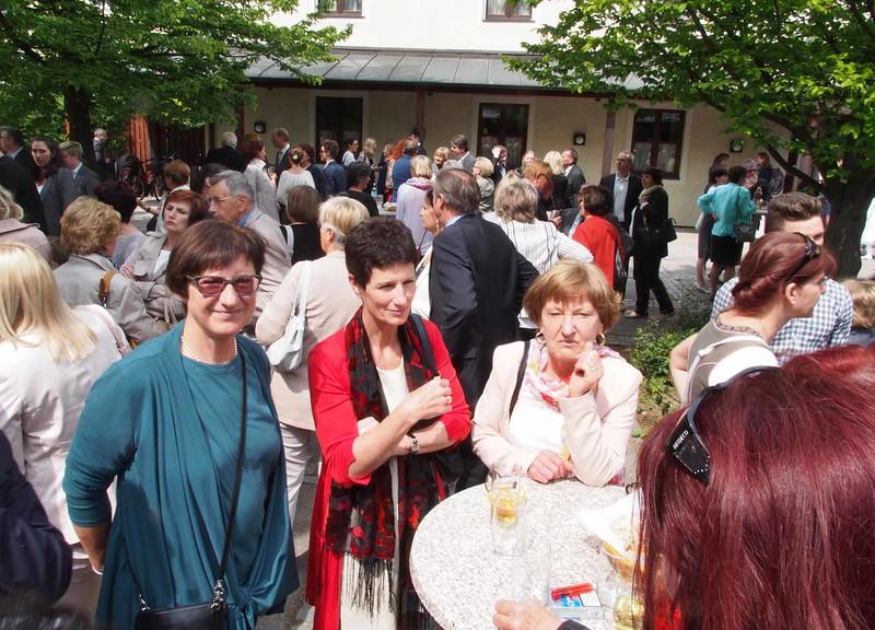 Susanna mit Katharinas Volksschullehrerin Christine Schreiber und Finni Marx