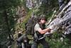 Sommer 1999. Grundwehrdiener am versicherten Jahnweg (Raxalpe). Die weitgehend steinschlagsichere Kombination Gaisloch, Jahnweg, Oberer Alpenvereinssteig wählte ich, nachdem ich beim JgR 3 am Teufelsbadstubensteig einen schweren Steinschlagunfall eines meiner Marschteilnehmer miterleben mußte.