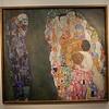 """Gustav Klimts bezeichnete das im Jahr 1910 entstandenen große Gemälde """"Tod und Leben"""" als sein wichtigstes figuratives Werk."""