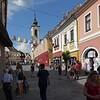 Als 1690 die Stadt Belgrad von den Türken zurückerobert wurde, mussten die dort lebenden Serben fliehen. Rund 6.000 von ihnen siedelten sich, von Kaiser Leopold I mit Privilegien ausgestattet, in Szentendre an. In der Folgezeit füllte sich die Stadt mit anderen Emigranten, unter anderem aus Dalmatien, Griechenland und Bosnien.