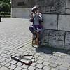 Als wir dem Musiker vor der Kathedrale Geld spendierten holte er flugs eine zweite Flöte hervor und musizierte weiter.